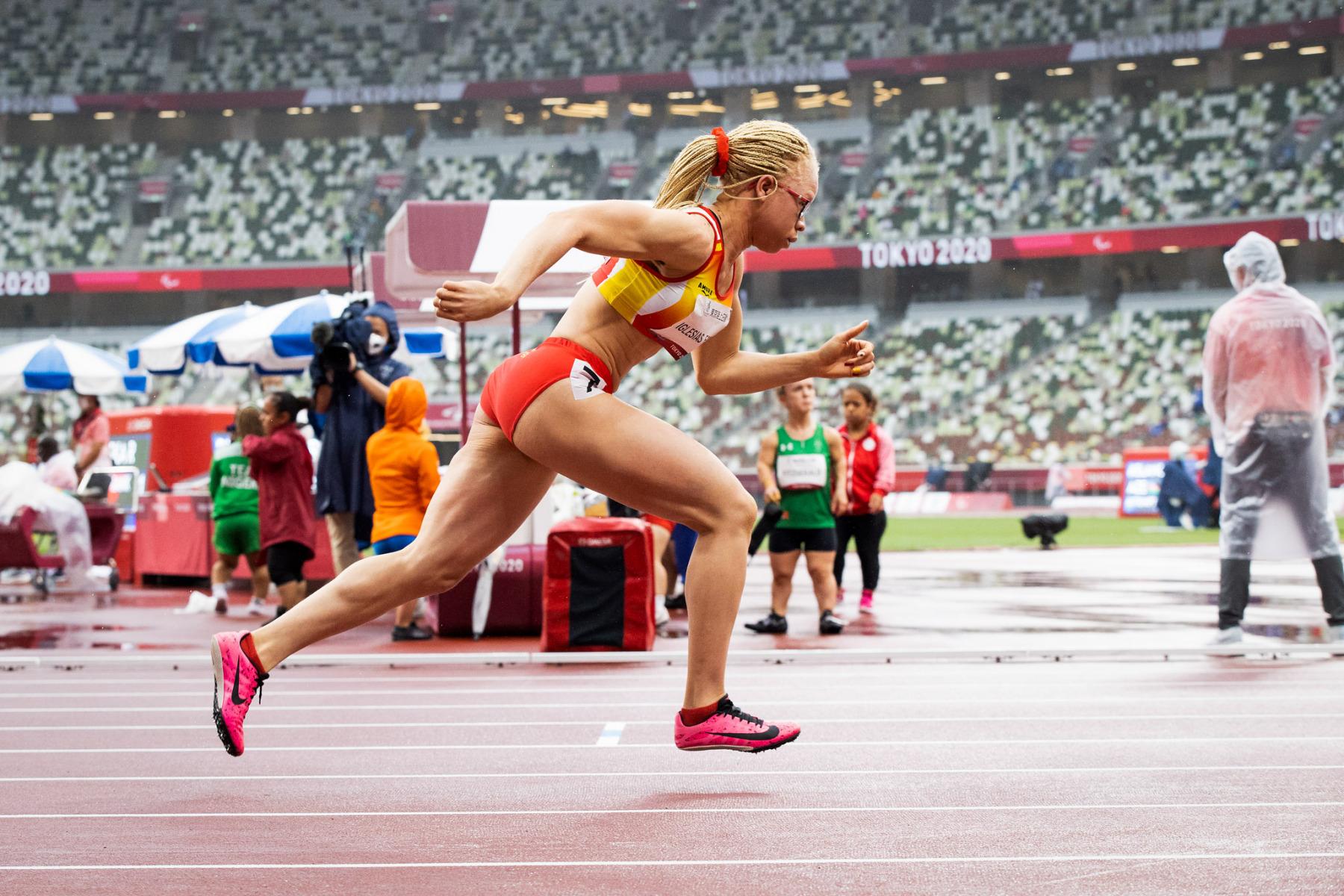 Adiaratou Iglesias, medalla de plata en los 400 m T13. Estadio Olímpico. 04/09/21. Juegos Paralímpicos Tokio 2020. ©Mikael Helsing / CPE.